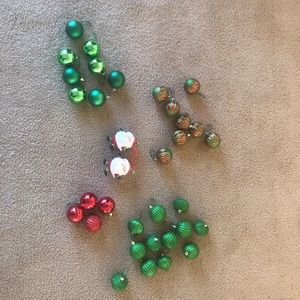 34 Red & Green Ornaments